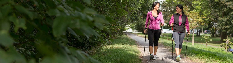 Nordic Walking gemeinsam macht gleich nochmal so viel Spaß